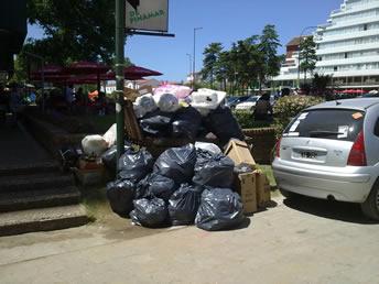 Basura acumulada en Pinamar