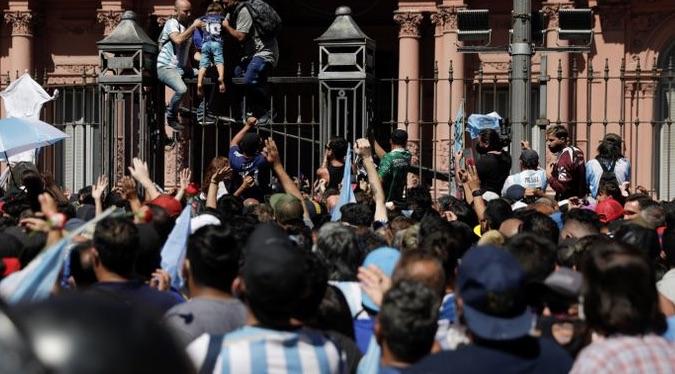Muerte de Maradona, Toma de la Casa Rosada, Alberto Fernández, Frente de Todos, Kirchnerismo