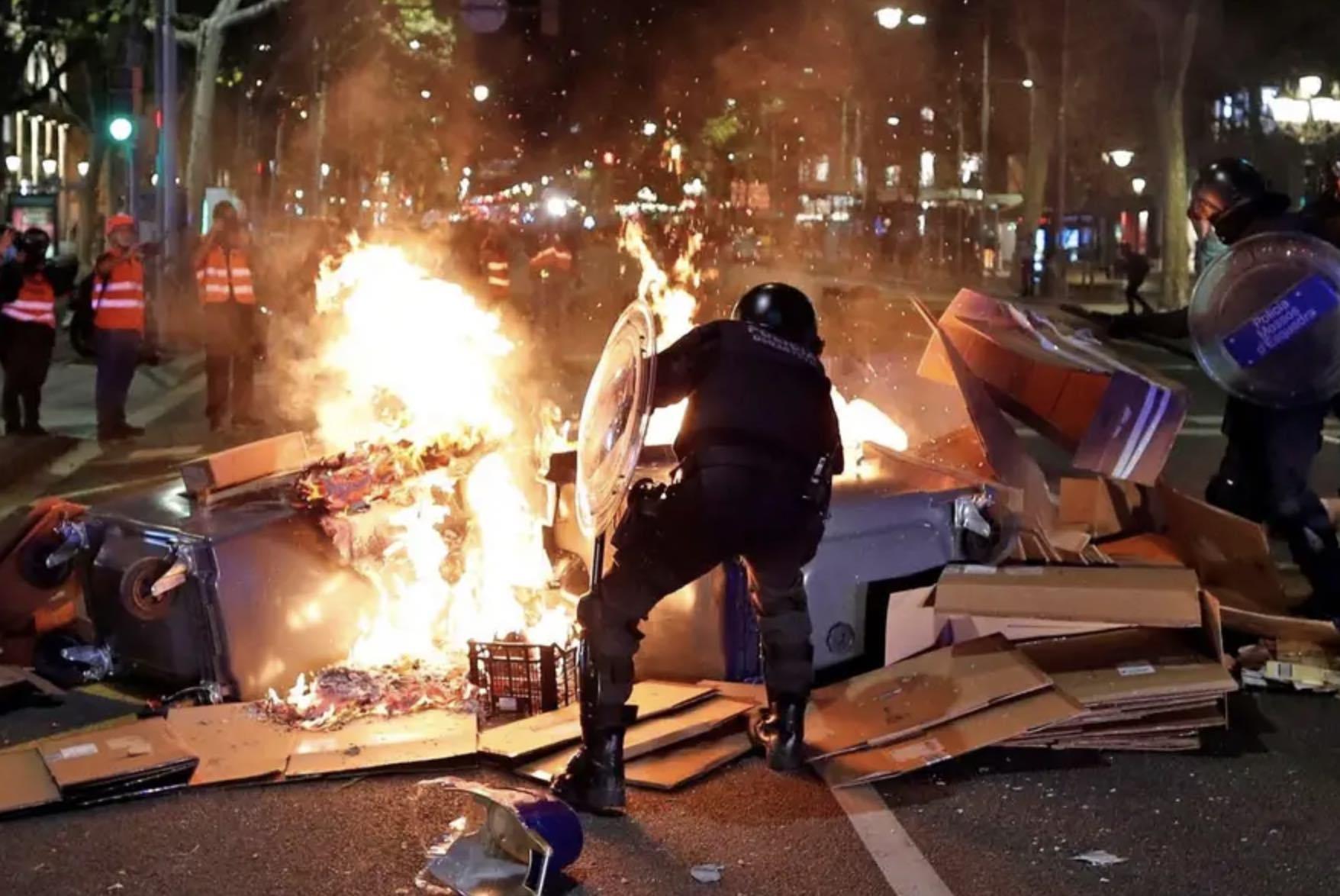 Violencia en Barcelona y Chile