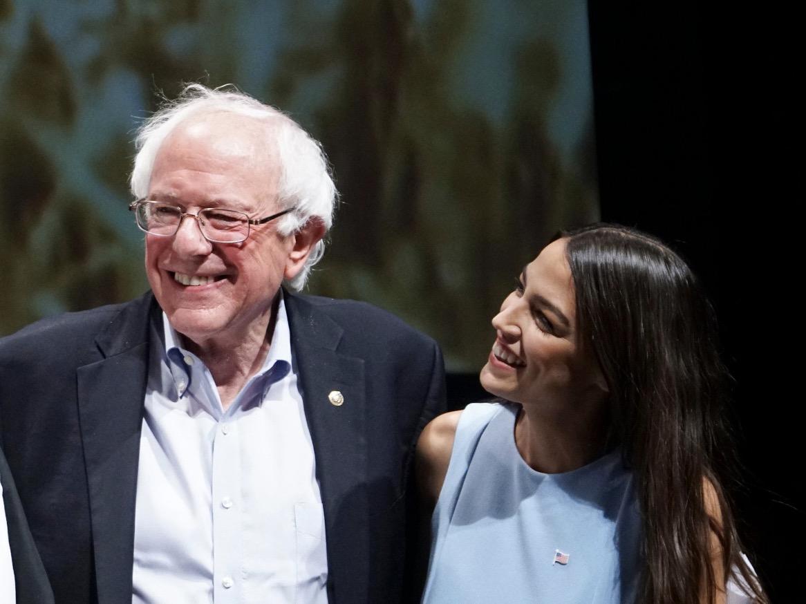 Ocasio-Cortez y Bernie Sanders, Partido Demócrata