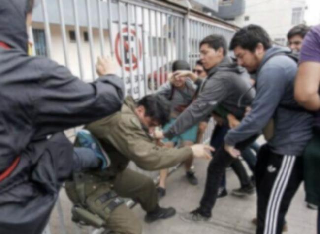 Carabineros atacados y golpeados en Chile