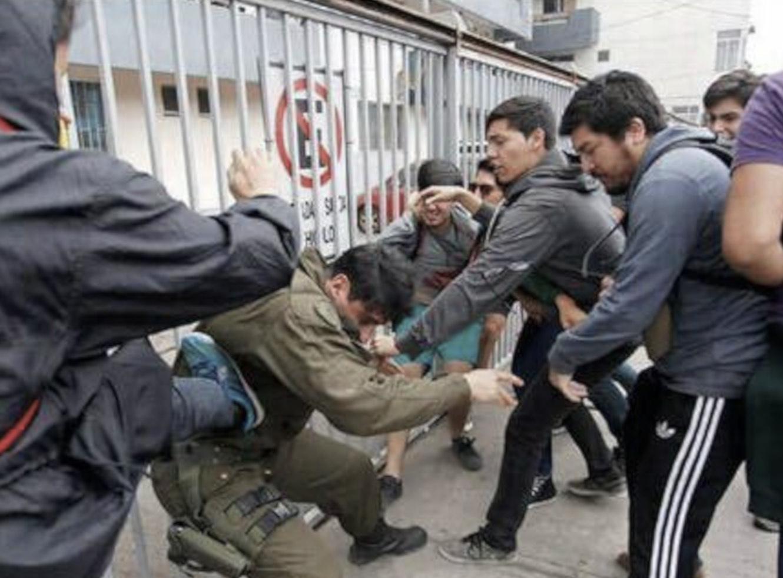 Chile, Carabinero atacado, Violentistas, Terrorismo, Agitación, Desestabilización