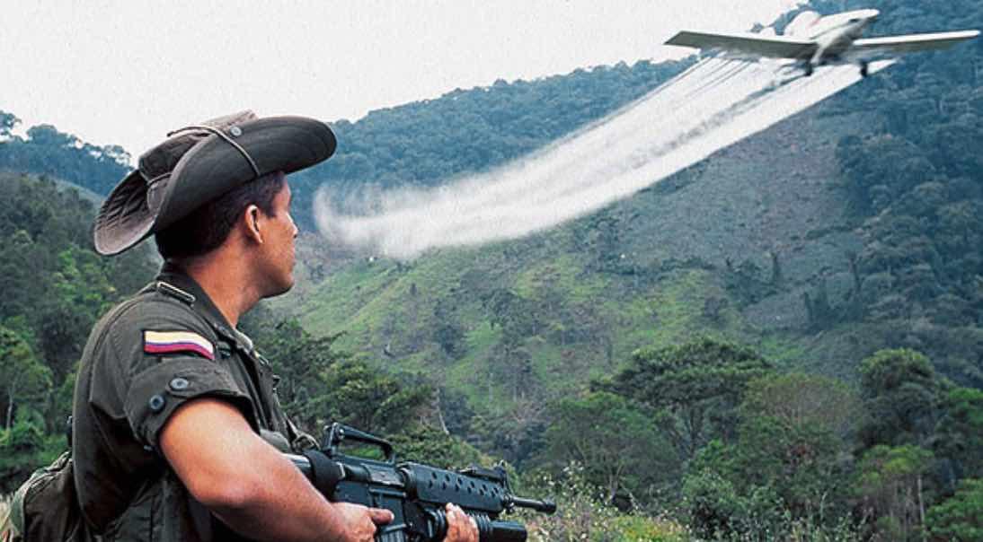 Fumigación de cultivos de hoja de coca, Colombia, Narcoterrorismo, FARC, Progresismo