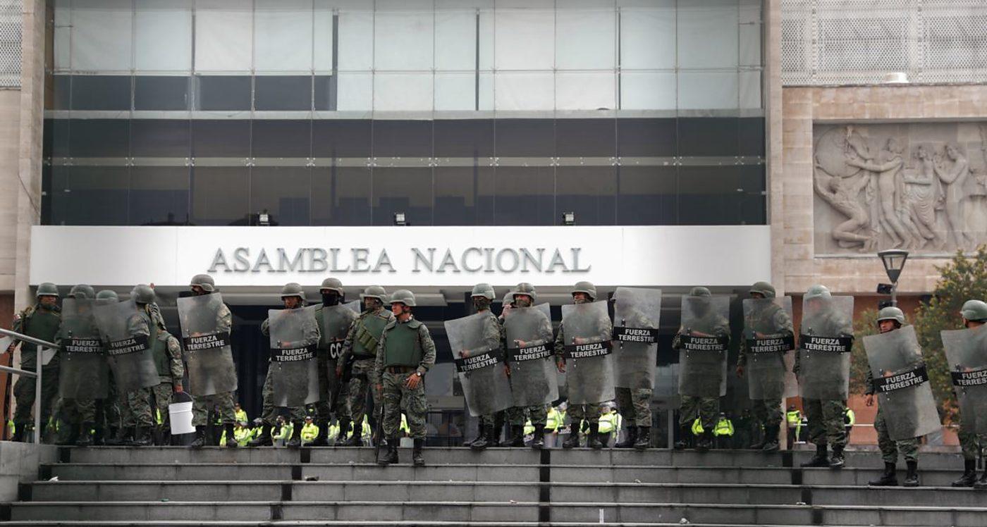 Ecuador, Crisis