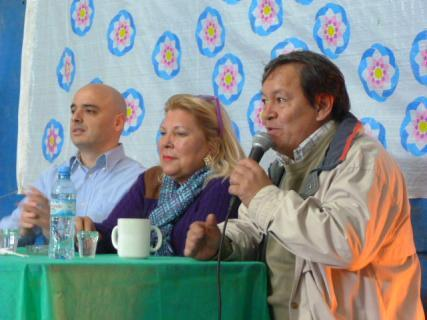 Alvarez, junto a Carrió y Flores