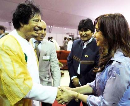 CFK junto a Khadafy