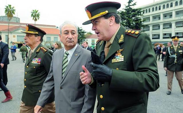 Arturo Puricelli junto a César Milani