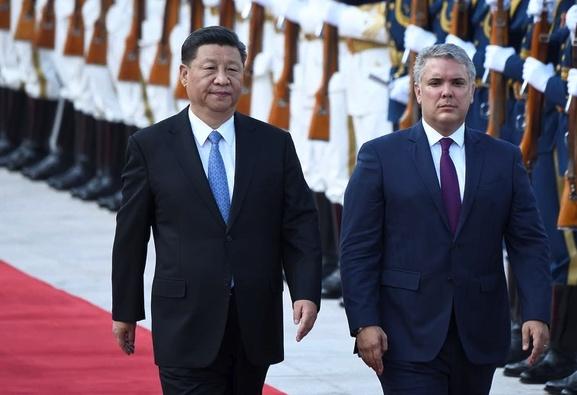 Iván Duque, presidente de Colombia, en China, junto a Xi Jinping