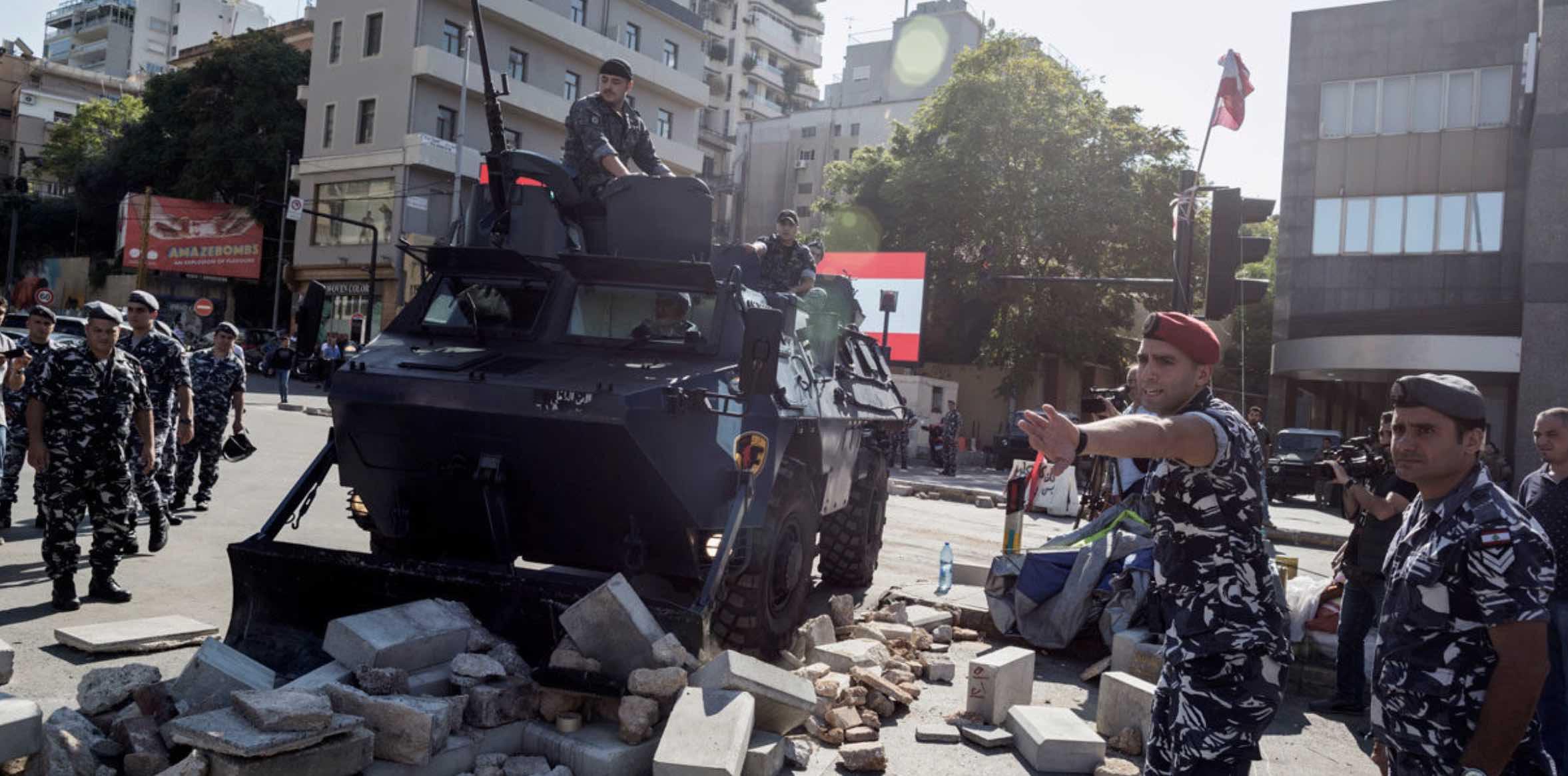 Renuncia de al-Hariri en Líbano, Manifestaciones contra impuestos