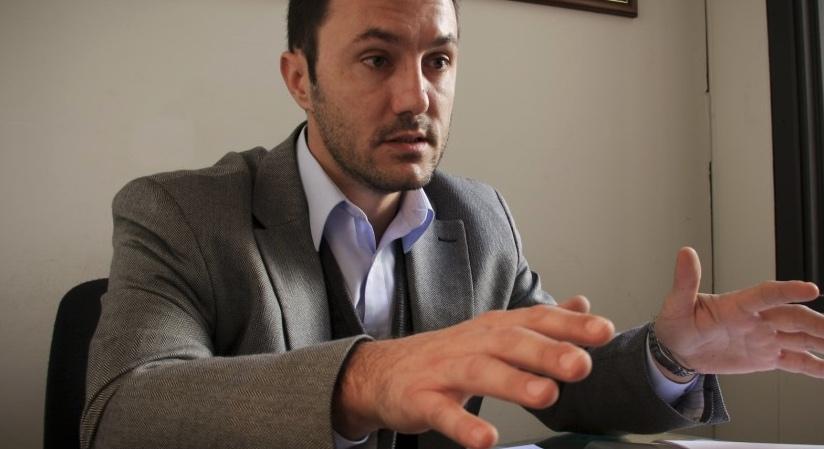 Luis Petri, Deportación de extranjeros