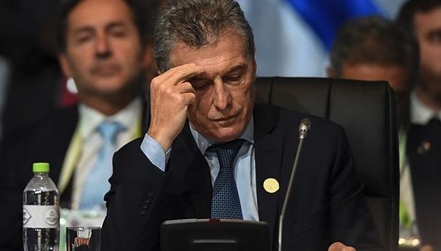 Mauricio Macri, Corrida contra el peso