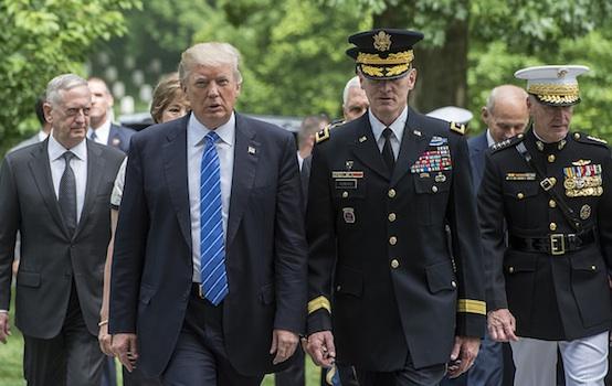 Trump, militares