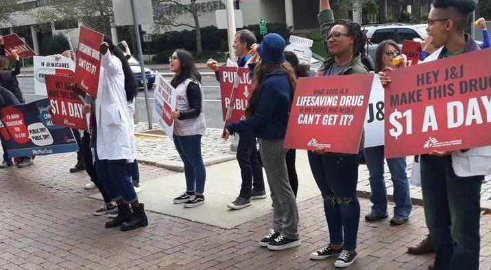 Tuberculosis, protestas frente a oficinas de Johnson & Johnson