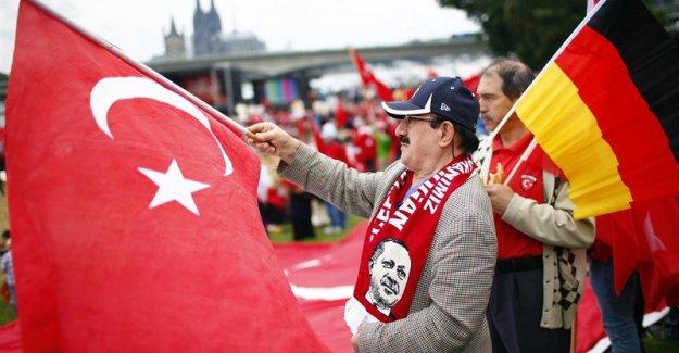 Manifestantes pro Erdogan